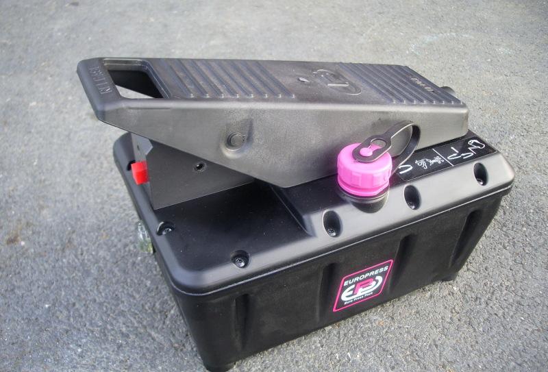 Pompe hydro-pneumatique